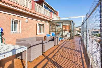 Spacious penthouse not far from the beach with a great terrace in a suburb of Barcelona
